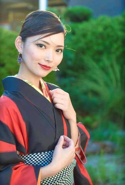 モデル: 大須賀彩
